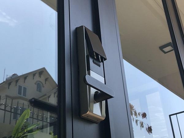 Bảo vệ ngôi nhà bằng khóa cửa điện tử