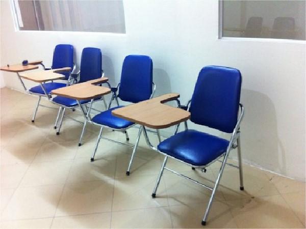 Ghế liền bàn dùng rộng rãi