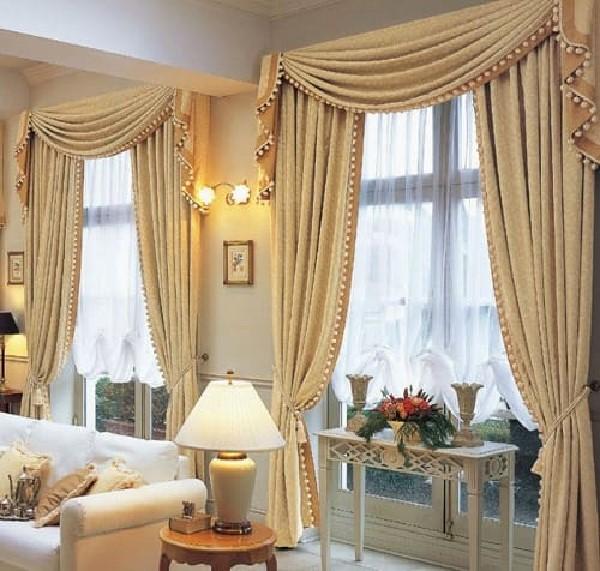 Rèm cửa phòng khách tân cổ điển có màu sắc và kiểu dáng sang trọng
