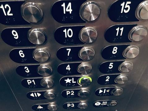 Thang máy chung cư thường không có tầng 13
